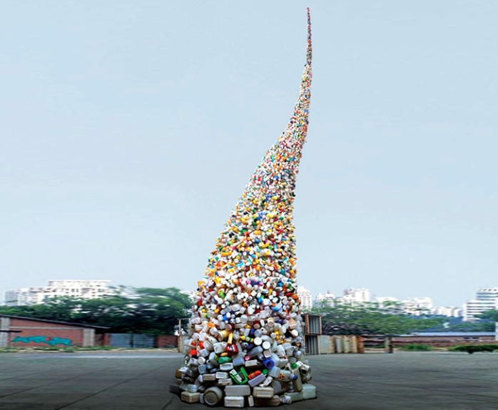 wang-zhiyuan-thrown-to-the-wind-trash-sculpture